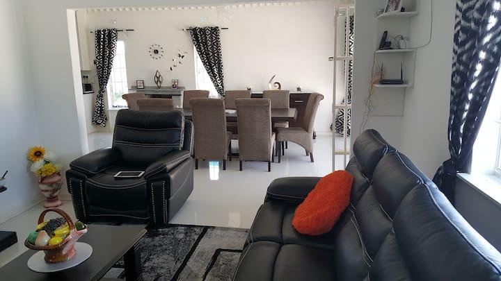 The Southview Villa Entire. luxurious. Longstays
