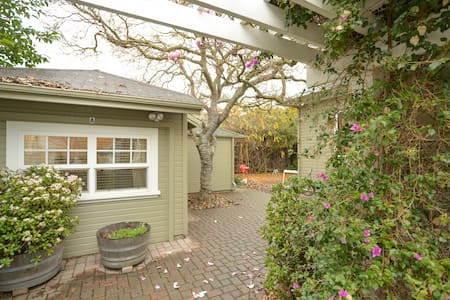 Quiet Cottage Near Downtown - Palo Alto - House