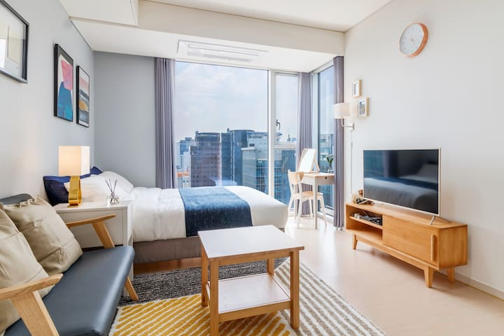 C1 New apartment right next to Gangnam Station