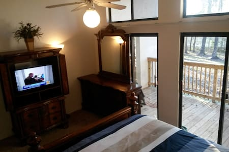 Luxurious private suite with deck, 8 mins to UF - Gainesville - Apartment