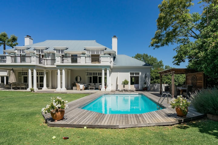 Gorgeous Villa in Upper Constantia- EASTER SPECIAL LESS 15%