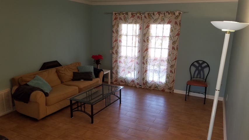 Cozy room near downtown decatur - デカトゥール - アパート