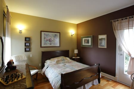 Spacious Private Room with Deck Access - Abbotsford