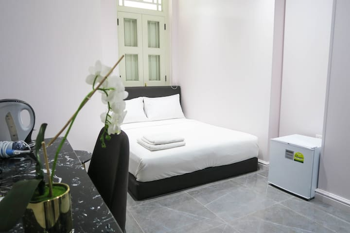 NEW Comfy En-Siute Room/WIFI@Somerset/Orchard Area
