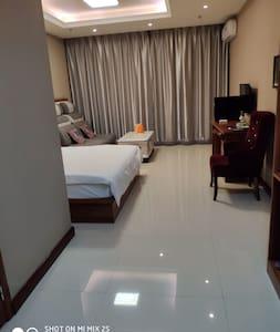 沈铁地产–金域尚城公寓一室一卫大床房G5-018,近车站,龙首山.步行去龙首山风景区十分钟左右,