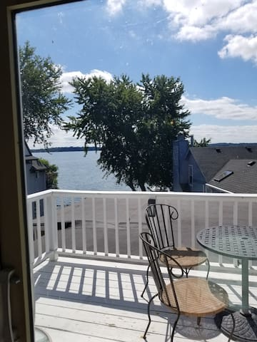 Waterfront Suite!! Private Pier /patio!! Excellent