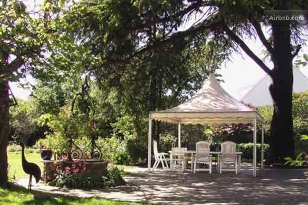 Le Jardin Secret: salon de jardin