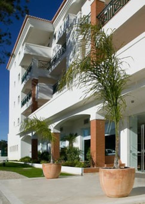 Front entrance to the Stella Maris, 4 Star, Apartment Hotel.