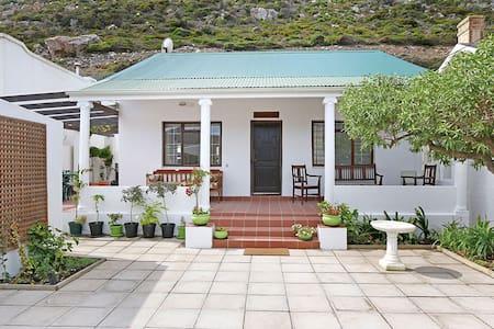 Heritage Cape Town beach cottage - Kapstaden - Hus