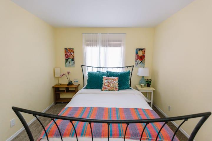 Sunny Room in Fun Family Home