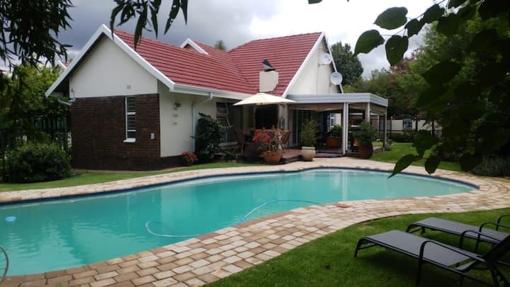 Lourens huis (secure base: pool, WiFi)