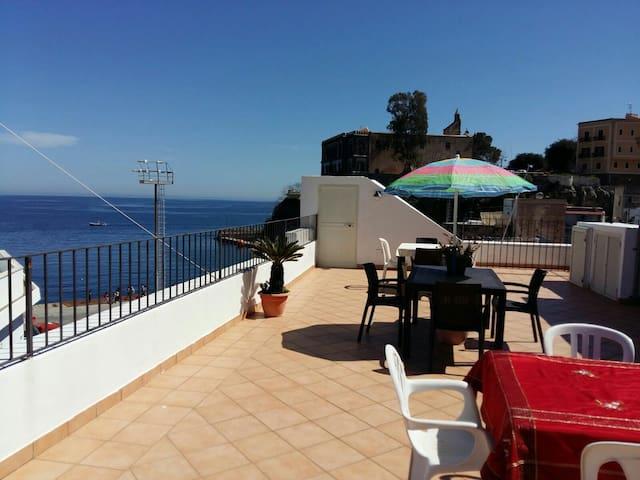 Centro Storico Studio Flat 3mn port con vista mare