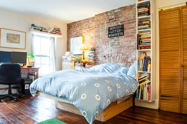Quirky, Exposed-Brick Cozy Room Brooklyn Townhouse