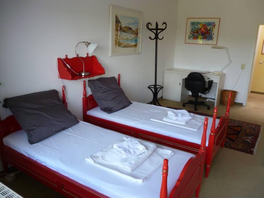 Das Zimmer mit zwei Betten