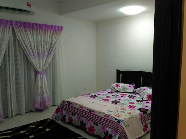 HOMESTAY  BONDA  IN KLIA  MOVEN PICK FREE UNIFI 24