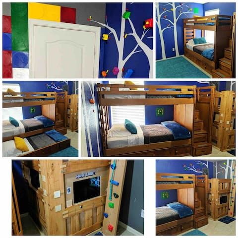 Bedroom 3/kids room with nice set of bunkbed and an additional matching pull out bed.
