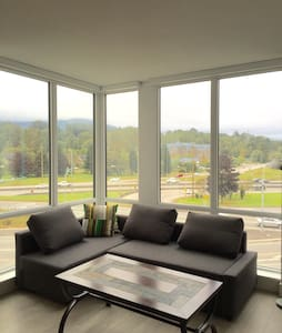 Modern Mountain-View Apartment 1 bd, 1bath - North Vancouver - Appartamento