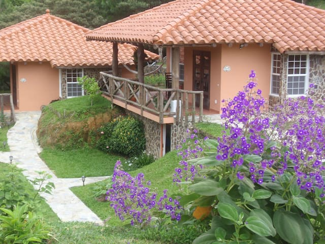 Altos del Maria Mountain retreat, Thruppence