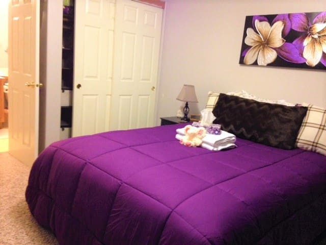 Serenity Stay~Private bed & bath SW of Portland!