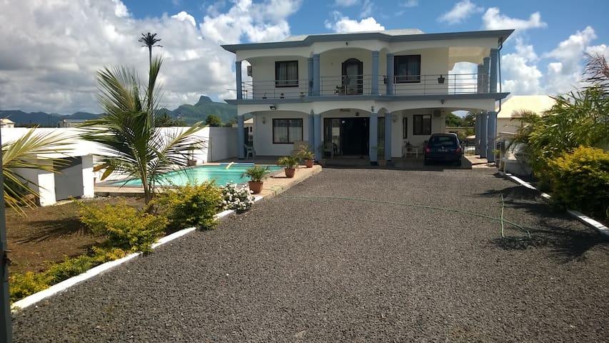 Grande villa familiale avec piscine - Mahebourg - Rumah