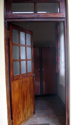 Cozy Room for Rent in Sri Lanka - Sri Jayawardenepura Kotte - Casa
