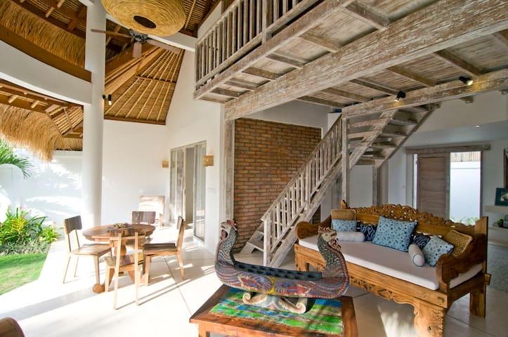 Lakmsi Villa Blue Padang Padang