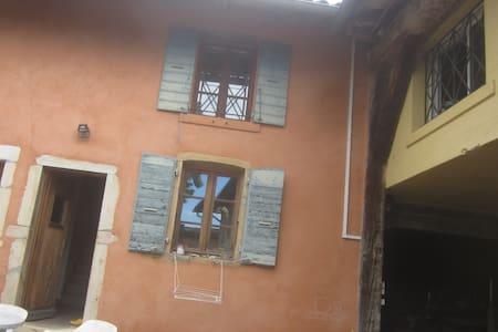 Jolie maison dans ancien logement de vendangeur - Saint-Étienne-des-Oullières