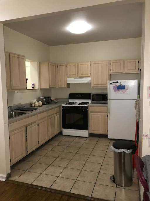 Kitchen Please clean up after yourself 8) *Deductible would be charge to you if the Kitchen is left a mess*  -Bring your own food and Snacks Please -Water Filter Jug is Available -Microwave -Toaster Oven -Full refrigerator -Garbage Bags available -Throw Garbage out and Please recycle. -Garbage room would be shown to you with key access