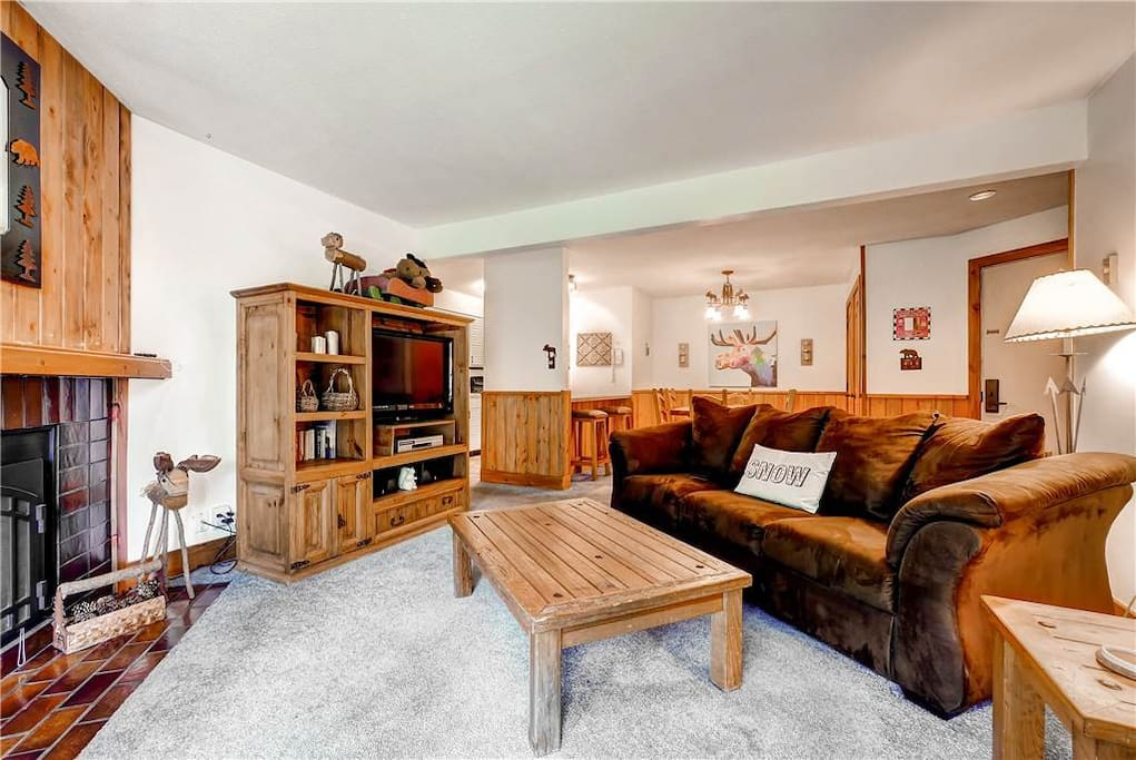 Couch,Furniture,Indoors,Room,Chair