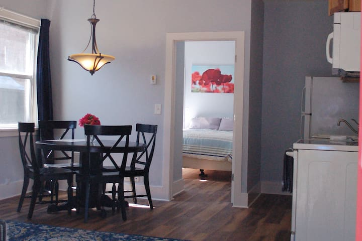 Fully Equipped 1 BR 1 Ba near City Center