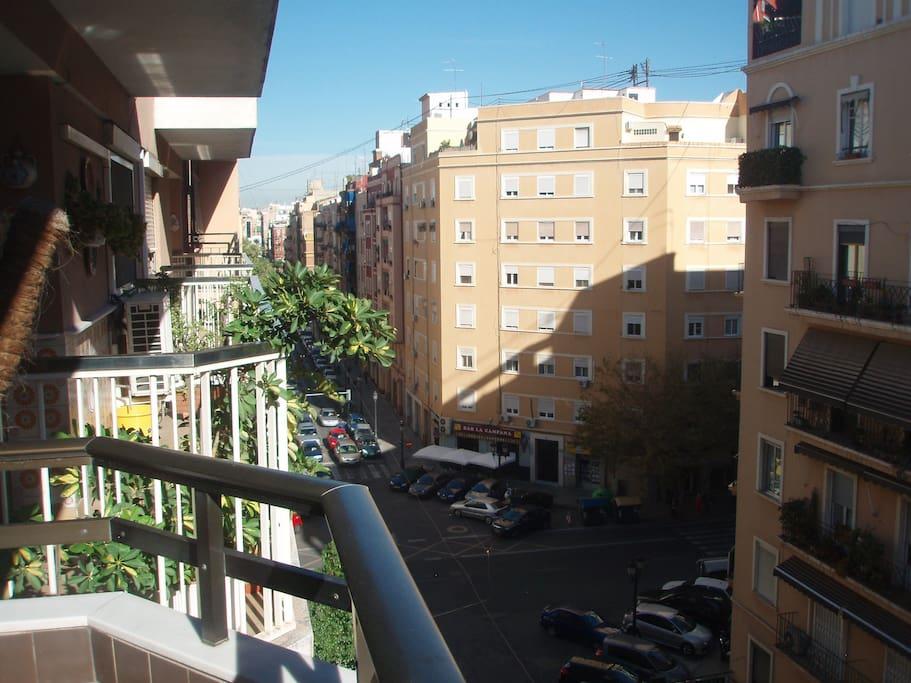 Vista a la Calle Cuba desde el balcón.