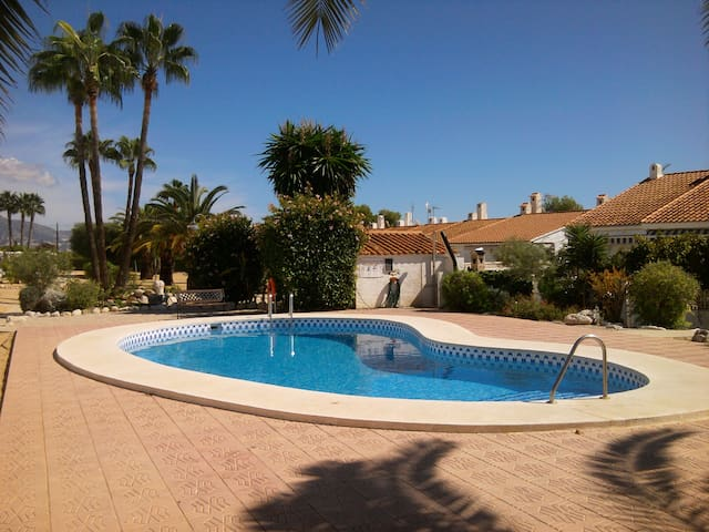 Beautiful row house near Benidorm - La Nucia - Appartement