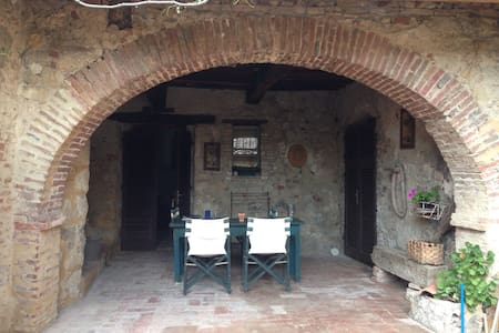 14th C Farmhouse Apartment & loggia - Cavallano