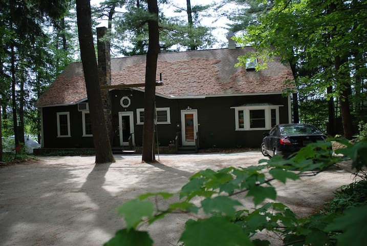 Forest Lakefront 4BR,2BA- Hot Tub- Year Round Fun! - Winchester - Casa