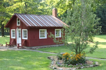 Thoreau's Cozy Cabin by the River - Annsville