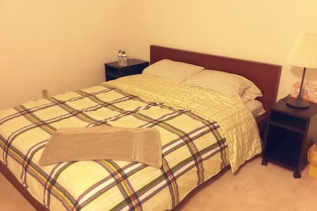 Queen size clean room干净的标准大床房No.2 - Rowland Heights