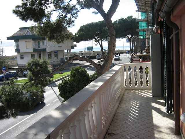 Beachfront apartment - Loano