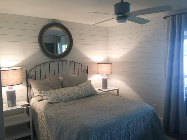 Bedroom 4-Queen