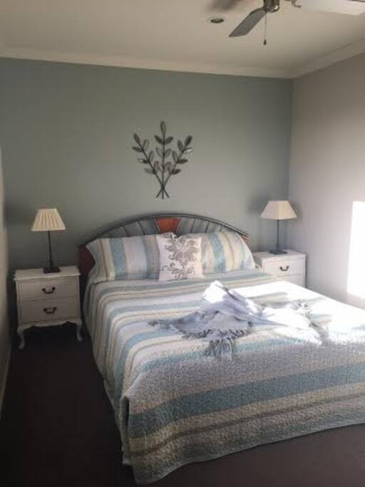 Guest room , Queen bed, electric blanket, ceiling fan