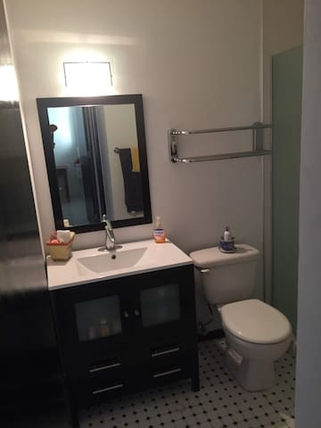 Elegant, remodeled bathroom! Milly 787-460-1794