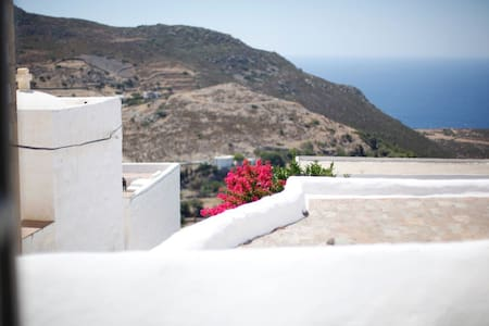 NICE HOUSE in CHORA - sea view - Hus