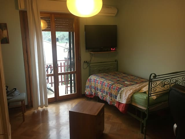 Camera Singola ad Agello - Single Room in Agello