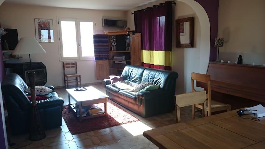 Grande chambre, joli village perché, 5 mn Crest. - Chabrillan