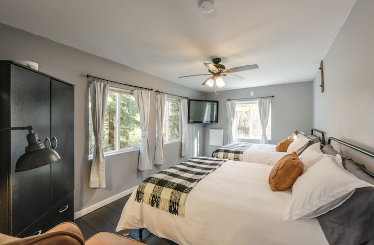 First floor Bedroom 1  Sleeps 4