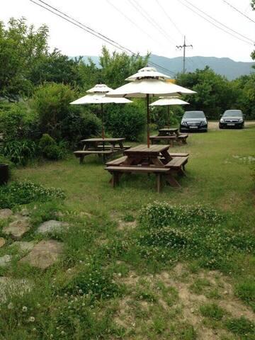 가족과 반려견이 함께 뛰어 놀수있는 정원 넓은 독채 렌트 하우스 - 청도군 - Penzion (B&B)