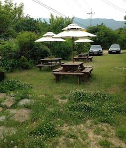 가족과 반려견이 함께 뛰어 놀수있는 정원 넓은 독채 렌트 하우스 - 청도군 - Inap sarapan