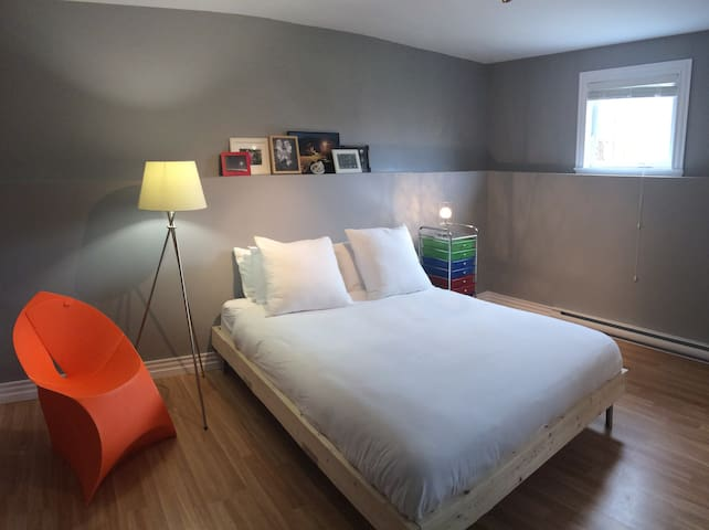 Private, modern room + bath near Magnetic Hill - Moncton