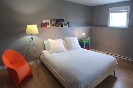 Private, modern room + bath near Magnetic Hill - Moncton - Rumah