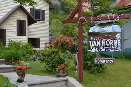Mount VanHorne Guesthouse