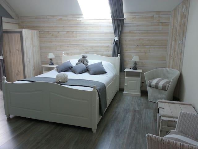"""LA BOURGONNAISE Chambre d'Hôte """"Cocoon"""" - Saint-Martin-de-Salencey - Bed & Breakfast"""